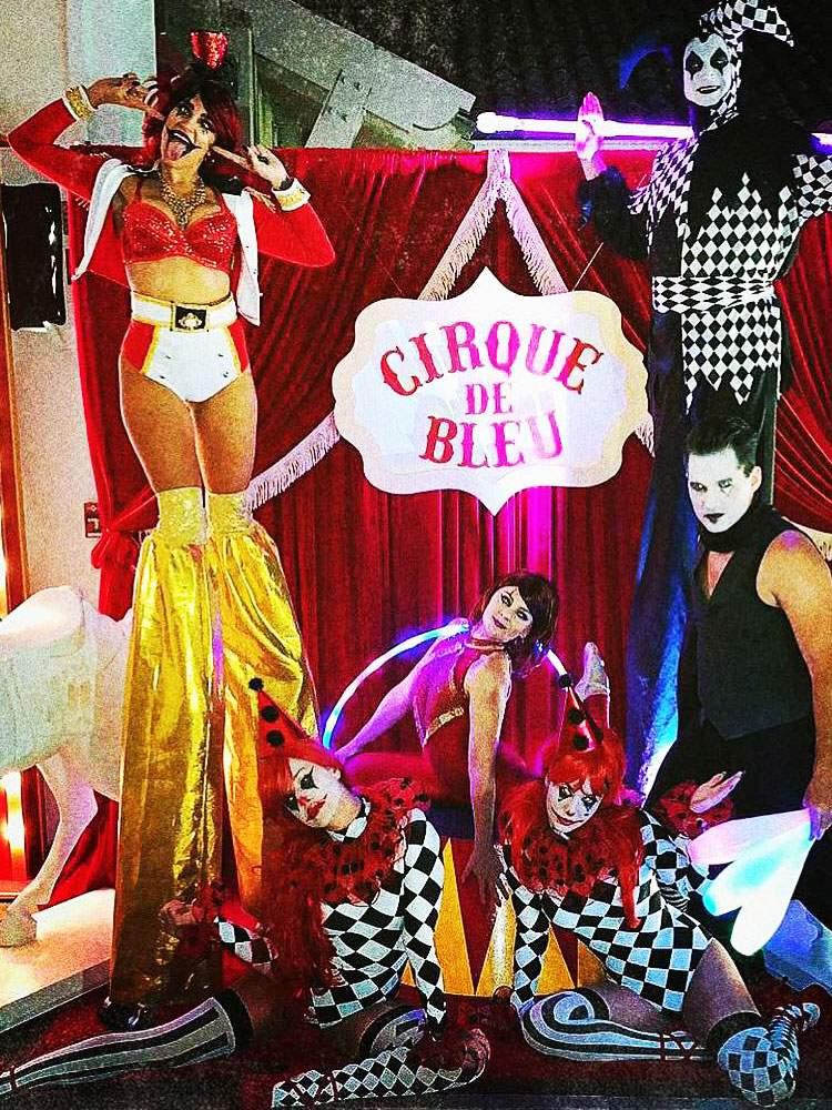 circus-entertainment-performer-acrobatics